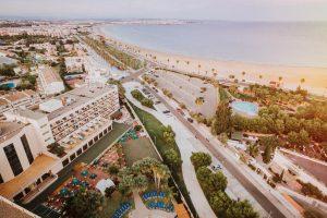 Vistas de la playa del hotel temático palas pineda, tarragona