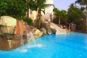 hotel temático con toboganes en almeria