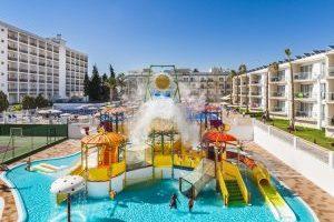 increíble hotel temático con toboganes infantiles en Málaga