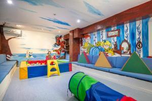 Excelente hotel temático con toboganes y actividades infantiles en Alcocéber.