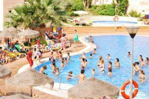 Gigantesco hotel temático con toboganes en Almuñecar