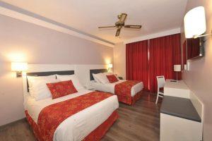 Excelente hotel temático con toboganes para niños en Granada