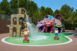 buen hotel temático con atracciones acuáticas para niños en Mallorca