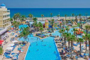 piscina y playa