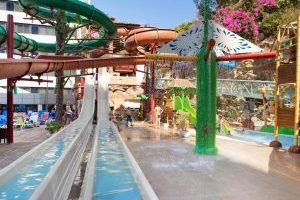 Magic Aqua Roc Hotel temático con toboganes en benidorm