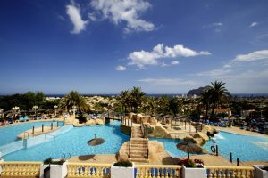 idílico hotel temático con toboganes en Alicante