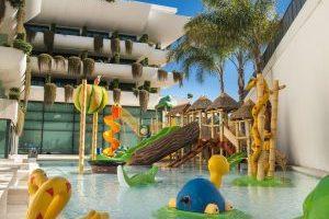 Hotel temático con toboganes en Alicante
